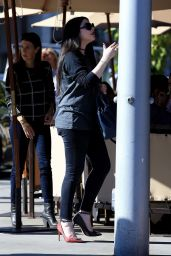 Michelle Trachtenberg - Out for Lunch in Beverly Hills 11/06/2017