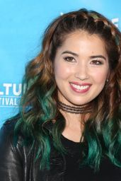 "Nichole Bloom - ""Unreal vs Superstore"", Vulture Festival in LA 11/18/2017"
