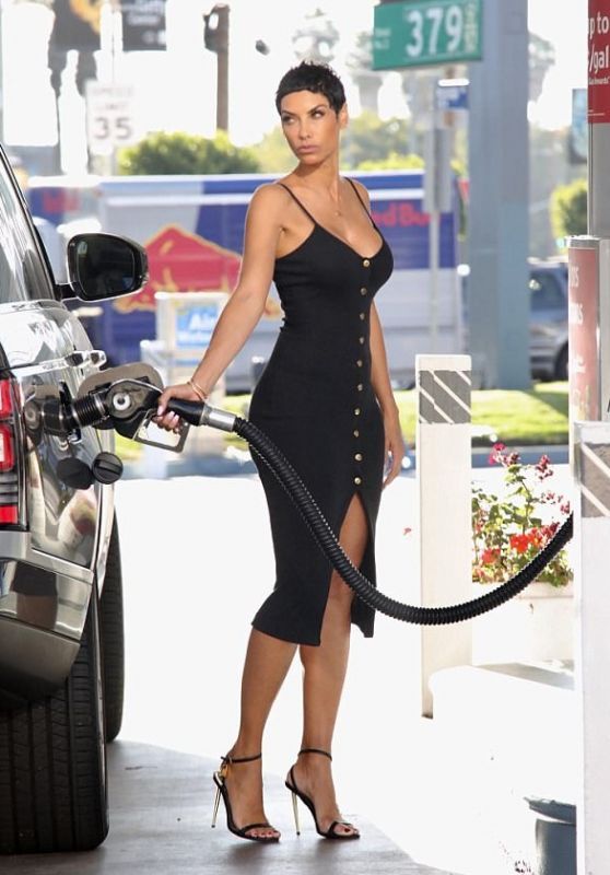 Nicole Murphy - Getting Gas In La 11082017-6388