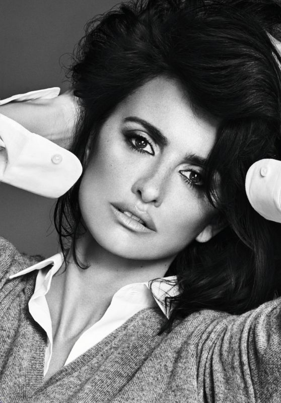 Penelope Cruz - Grazia Magazine France November 2017 Issue