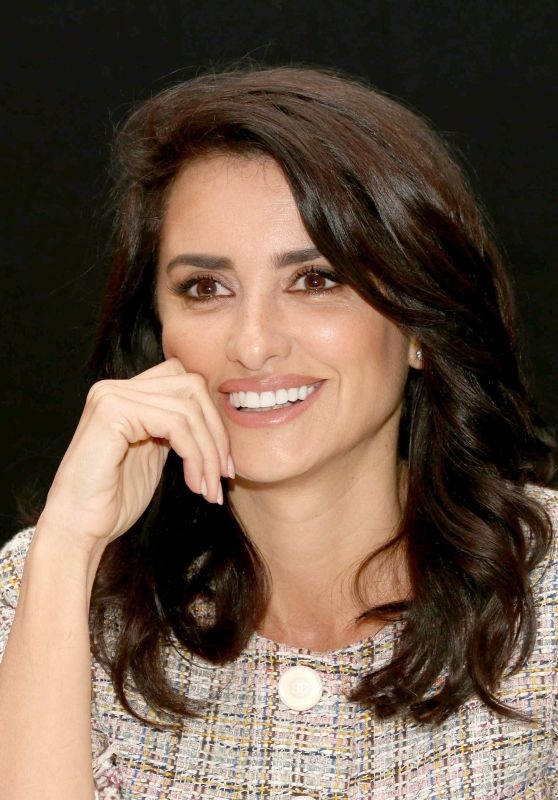 "Penelope Cruz Headshots - ""Murder on the Orient Express""Press Conference in London"