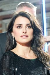 """Penelope Cruz – """"Murder on the Orient Express"""" Red Carpet in London"""