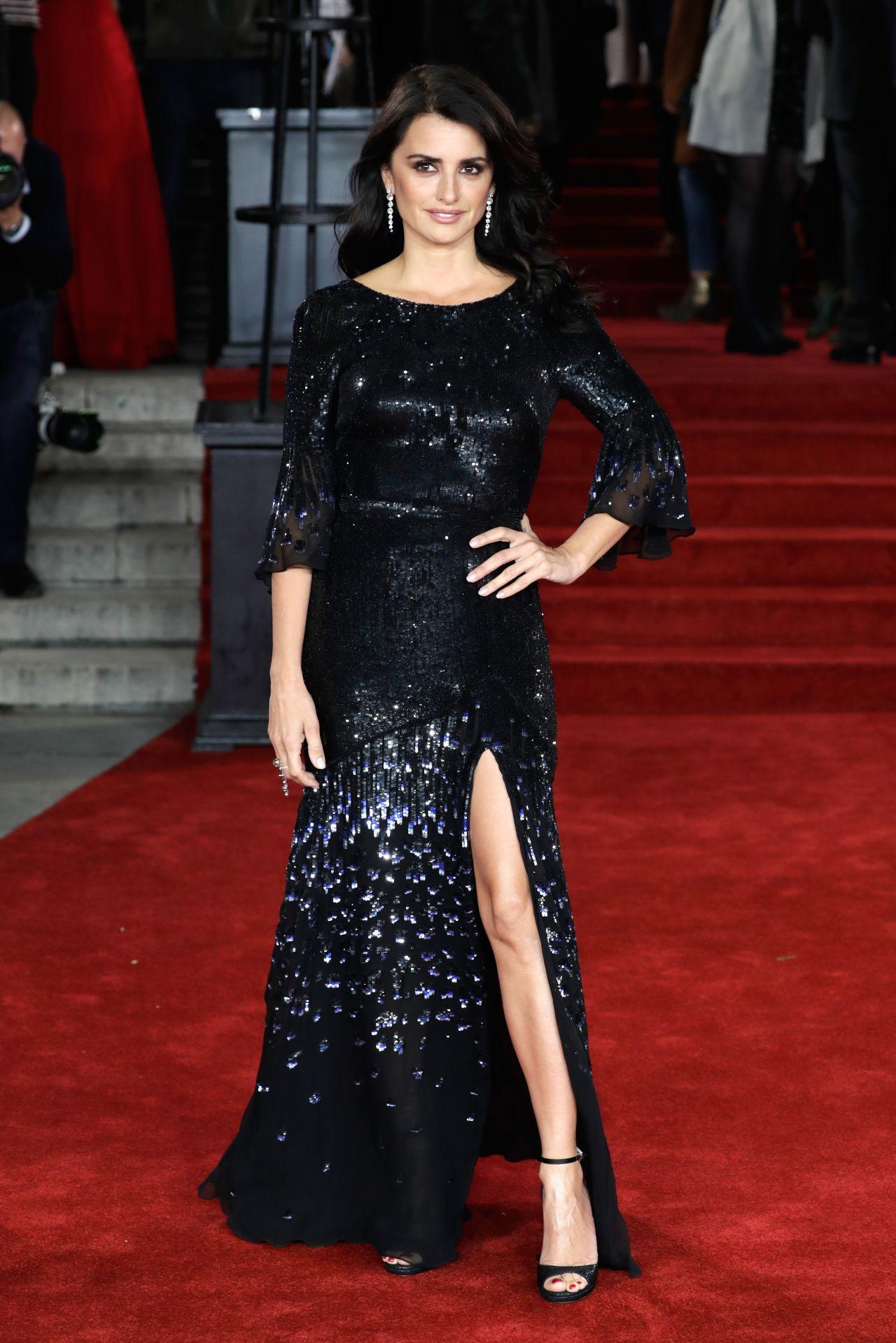 Penelope Cruz Murder On The Orient Express Red Carpet