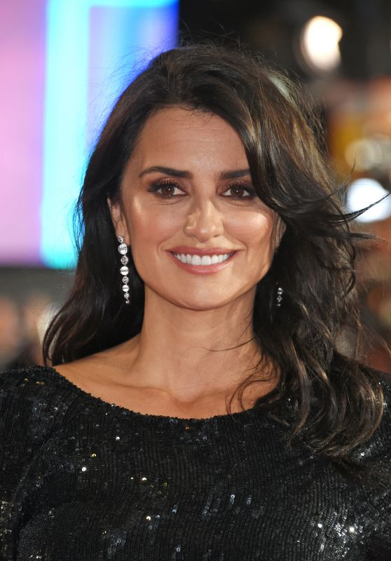 "Penelope Cruz – ""Murder on the Orient Express"" Red Carpet in London"