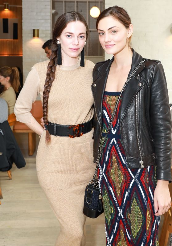 Phoebe Tonkin and Hailey Gates - Barrie