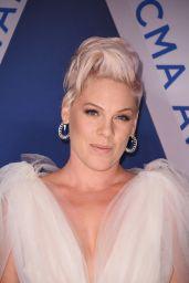Pink – CMA Awards 2017 in Nashville