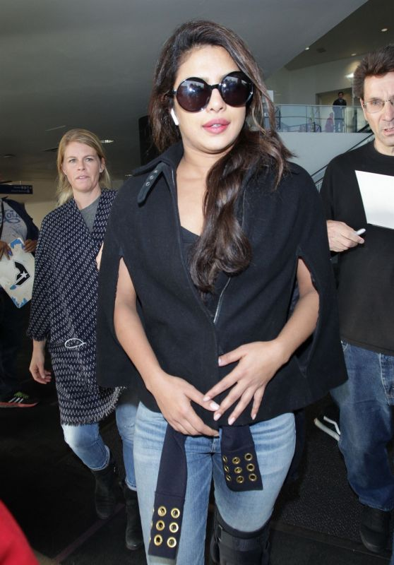 Priyanka Chopra - Arriving on a Flight at LAX Airport in Los Angeles 11/10/2017