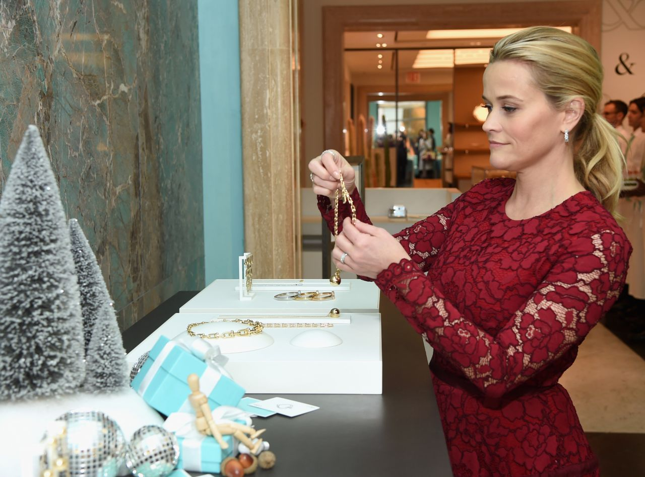 http://celebmafia.com/wp-content/uploads/2017/11/reese-witherspoon-attends-tiffany-co.-holiday-breakfast-in-nyc-1.jpg