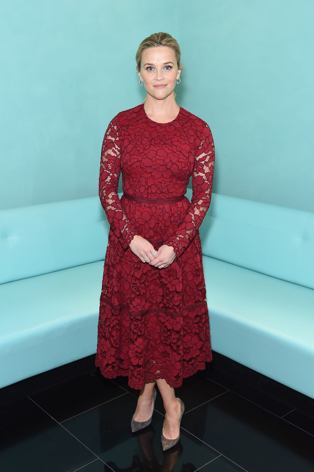 http://celebmafia.com/wp-content/uploads/2017/11/reese-witherspoon-attends-tiffany-co.-holiday-breakfast-in-nyc-4.jpg