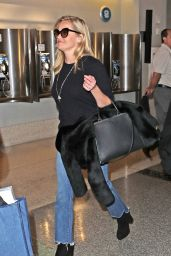 Reese Witherspoon With Daughter Ava Philippe - Charles de Gaulle Airport Paris 11/22/2017