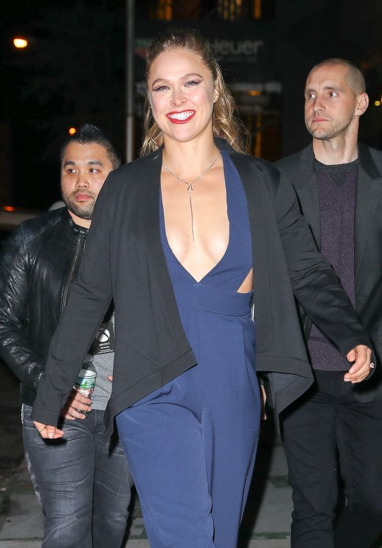 Ronda Rousey - Leaving the Microsoft Flagship in NYC 11/06/2017