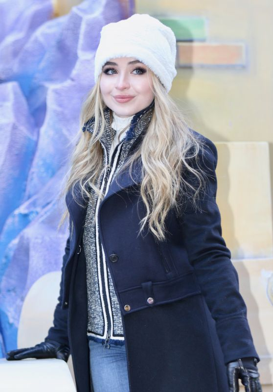 Sabrina Carpenter – Macy's Thanksgiving Day Parade in NYC 11/23/2017