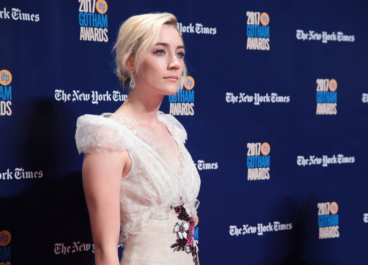 http://celebmafia.com/wp-content/uploads/2017/11/saoirse-ronan-gotham-independent-film-awards-2017-in-new-york-5.jpg