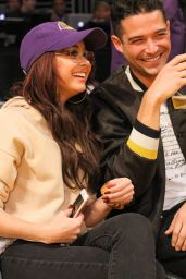 Sarah Hyland - Lakers v Bulls Game at the Staples Center in LA 11/21/2017