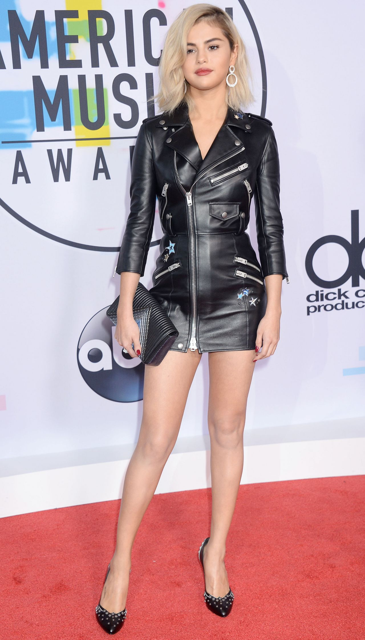 http://celebmafia.com/wp-content/uploads/2017/11/selena-gomez-american-music-awards-2017-in-los-angeles-1.jpg