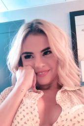 Selena Gomez - Social Media 11/20/2017