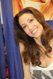 Shannon Elizabeth - Comic Con 2017 in New York