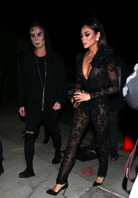 Shay Mitchell - Arrives to Chrissy Teigen and John Legends