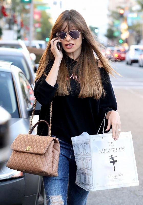 Sofia Vergara Casual Style - Le Mervetty Bakery in Beverly Hills 11/17/2017