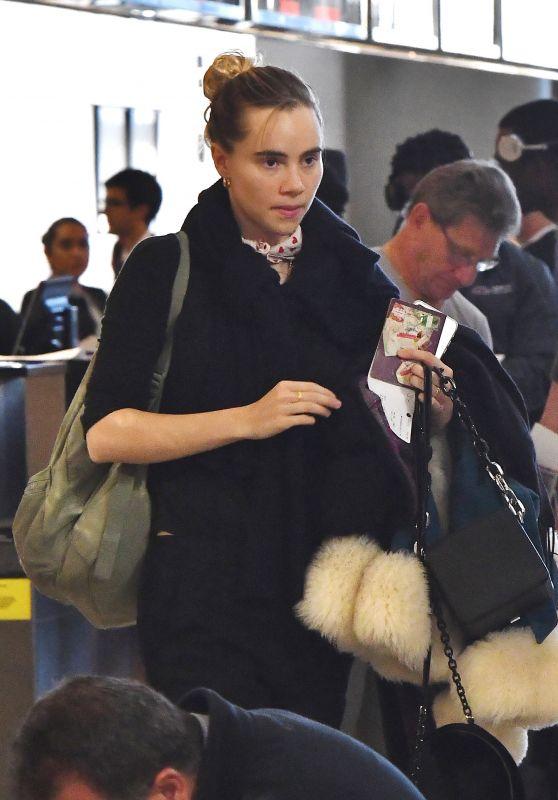 Suki Waterhouse at LAX Airport 11/25/2017