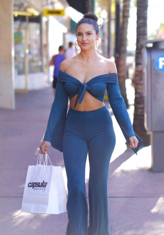 Tao Wickrath - Shopping at Capsula Store in Miami Beach 11/13/2017