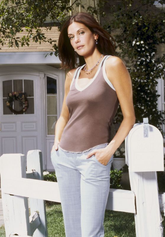 "Teri Hatcher – ""Desperate Housewives"" Season 1 Promoshoot"