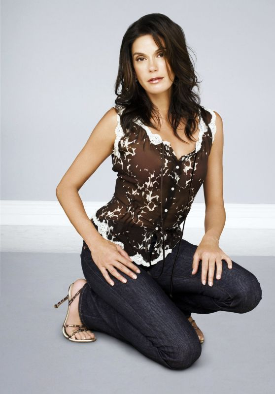 "Teri Hatcher – ""Desperate Housewives"" Season 2 Promoshoot"