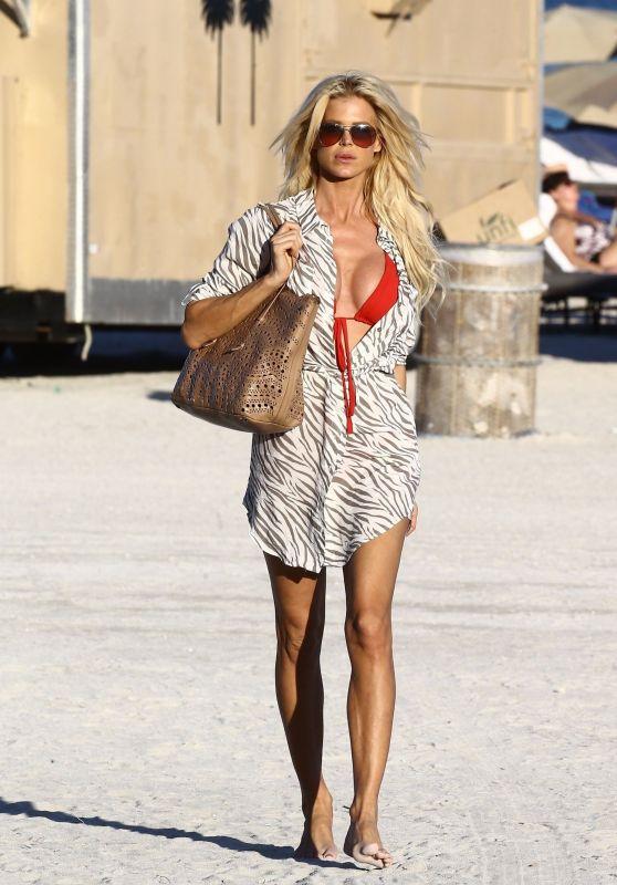 Victoria Silvstedt - Beach in Miami 11/24/2017