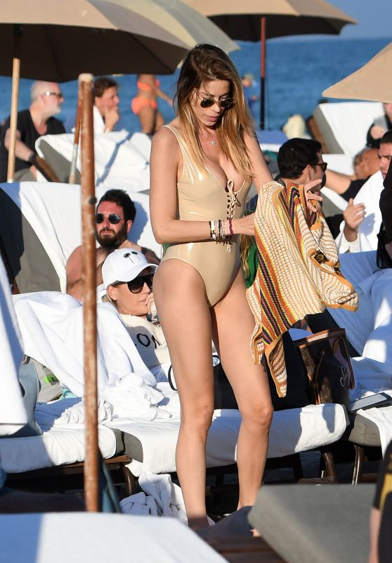 Aida Yespica in a Gold Swimsuit on the Beach in Miami