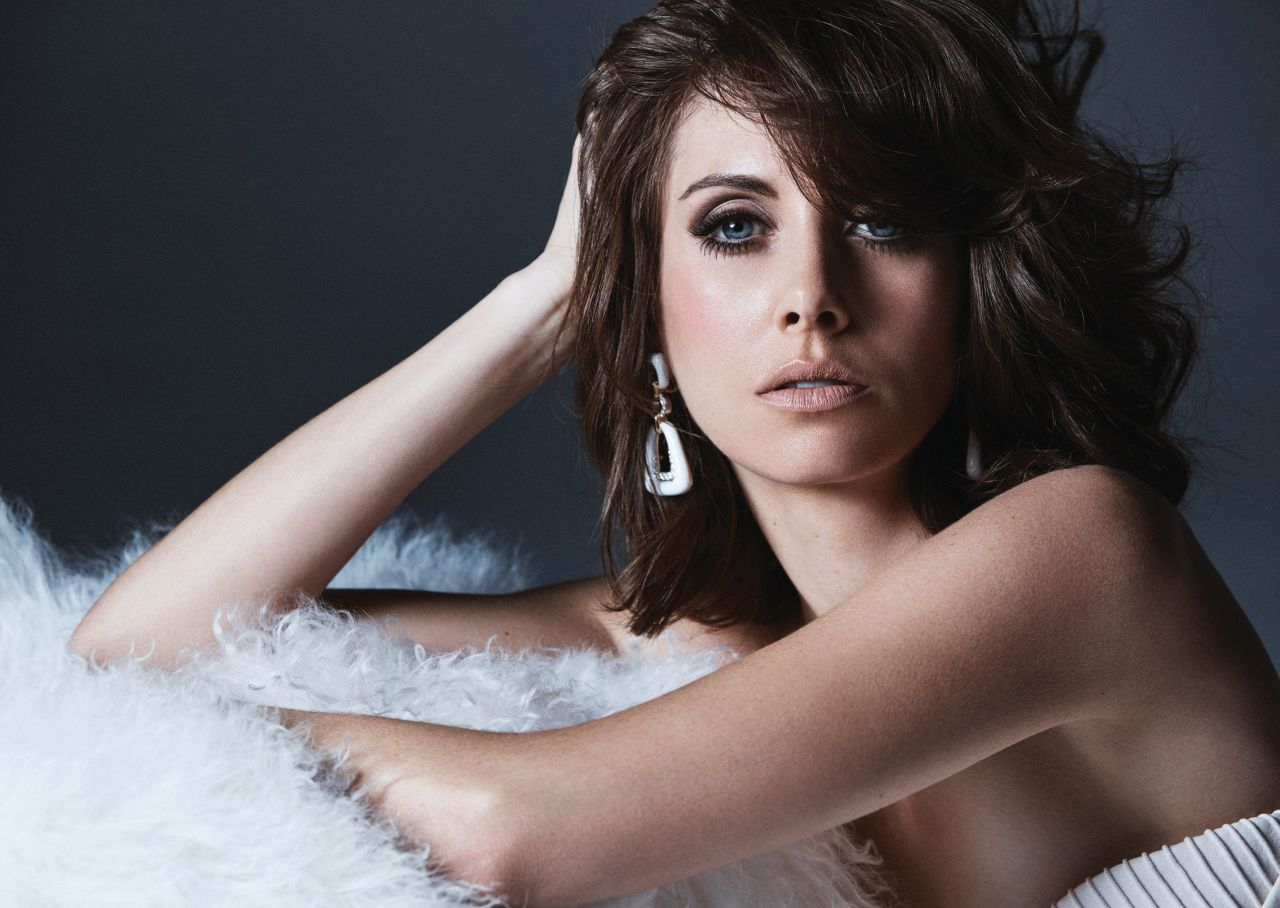 http://celebmafia.com/wp-content/uploads/2017/12/alison-brie-modern-luxury-magazine-january-2018-photos-6.jpg
