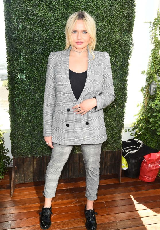 Alli Simpson – Lyda Beauty Launches Cleopatra Cat Eye Stamp in LA