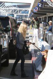 Amanda Seyfried - LAX Airport 12/15/2017