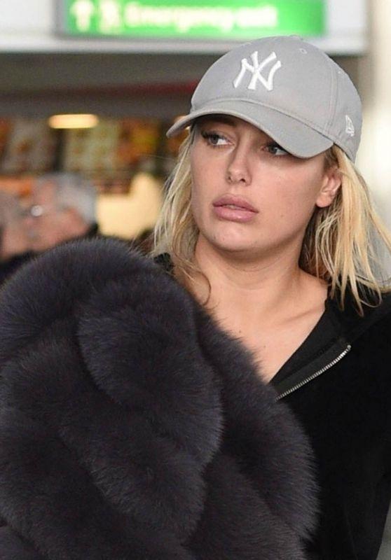 Amber Turner Makeup Free - Airport in London 12/14/2017