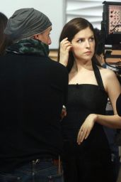 """Anna Kendrick - """"Today"""" Show in NYC 12/18/2017"""