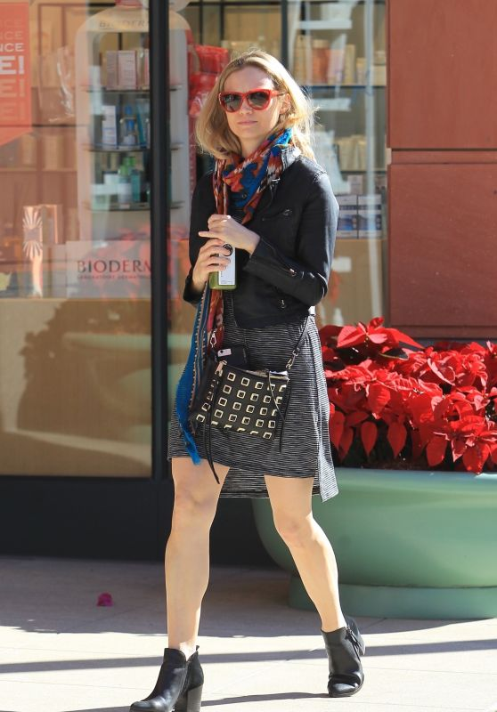 Ashley Hinshaw Casual Style - Grabs a Juice in Beverly Hills 12/15/2017