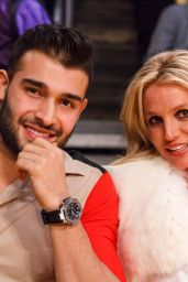 Britney Spears With Boyfriend Sam Asghari - Lakers vs the Golden State Warriors in LA 11/29/2017