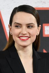 "Daisy Ridley - ""Star Wars: The Last Jedi"" Film Photocall in London"