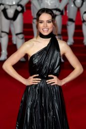 """Daisy Ridley – """"Star Wars: The Last Jedi"""" Premiere in London"""