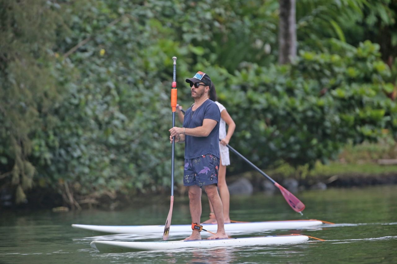 Darcie Lincoln in Bikini Paddleboarding in Hawaii Pic 7 of 35