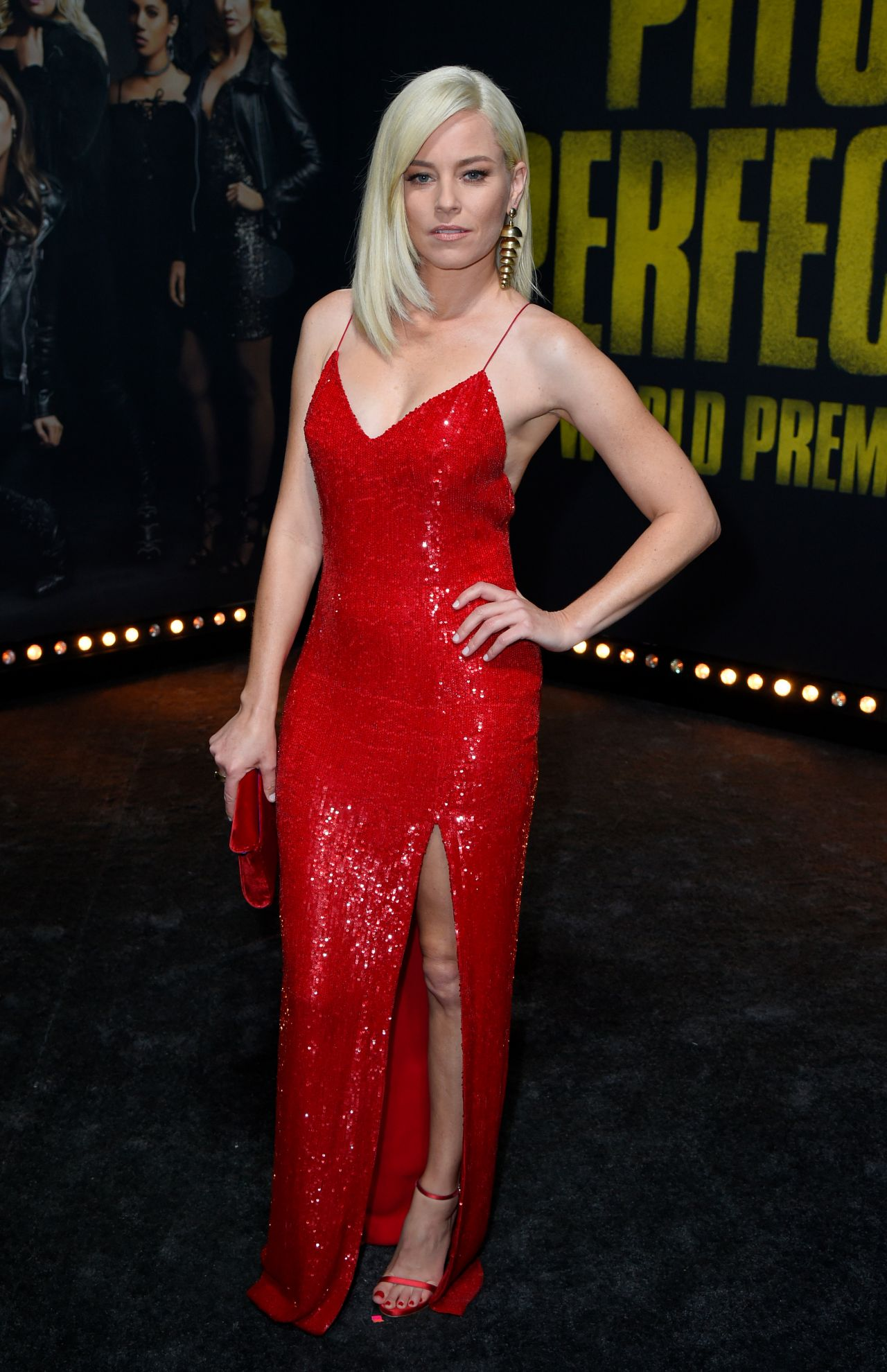 http://celebmafia.com/wp-content/uploads/2017/12/elizabeth-banks-pitch-perfect-3-premiere-in-los-angeles-2.jpg