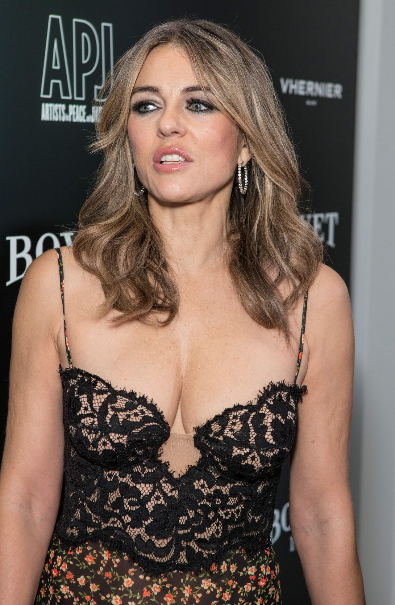 Young Elizabeth Hurley  nudes (63 pics), YouTube, cleavage