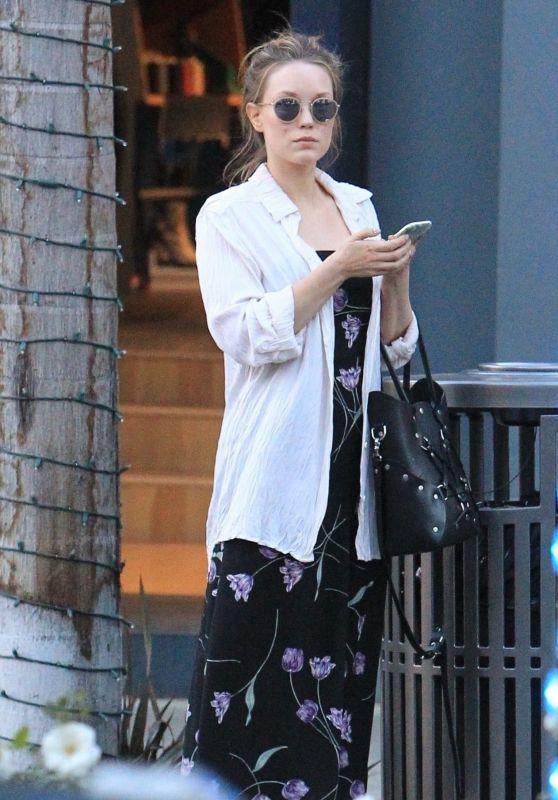 Elizabeth Olsen - Christmas Shopping in Beverly Hills 12/18/2017