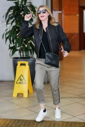 Ellen Pompeo in Casual Outfit Out in Los Angeles 12/22/2017