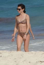 Eve Mavrakis in Bikini Spends Time at the Beach in Cancun 12/26/2017