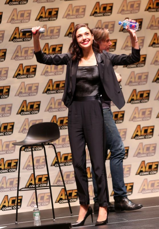 "Gal Gadot - ""Justice League"" Panel in New York"