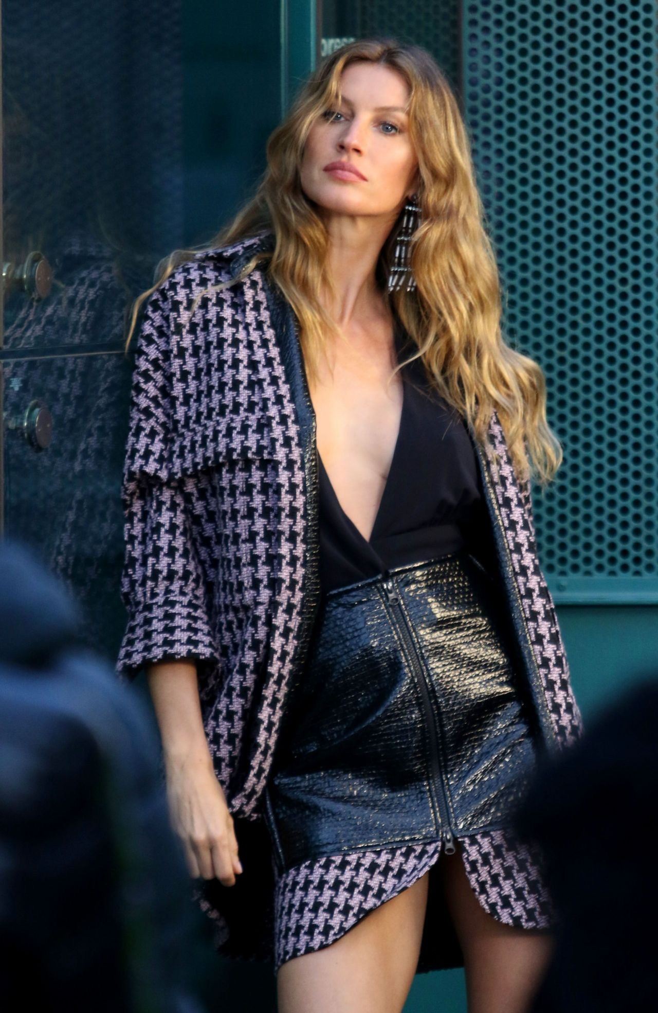 Gisele Bundchen Photoshoot - Brooklyn, NY 12/04/2017 Gisele Bundchen