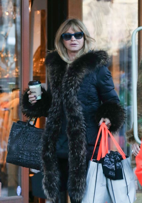 Goldie Hawn Shopping in Aspen