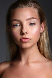 Gwen Rachel - Social Media, December 2017