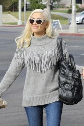 Gwen Stefani Casual Style - Out in Los Angeles 12/10/2017