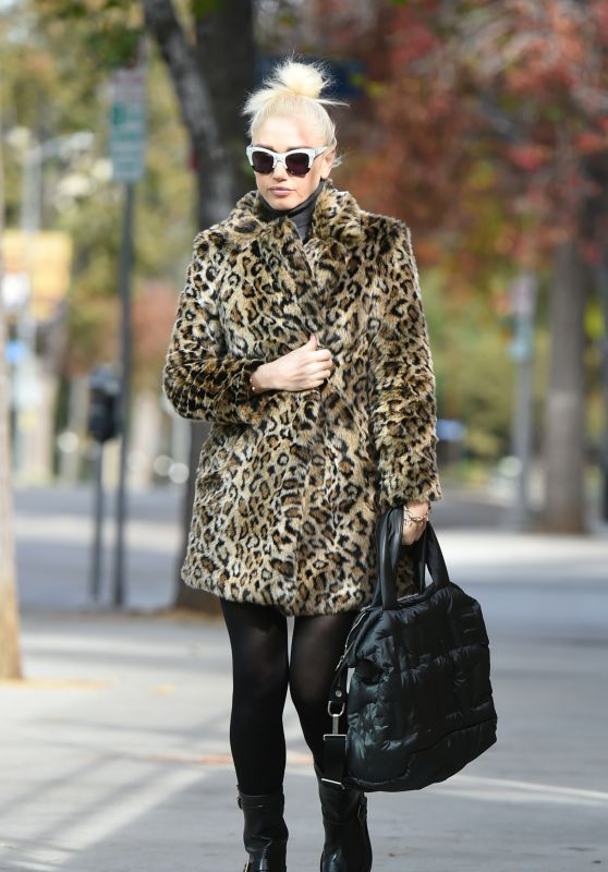 Gwen Stefani in a Leopard Coat - Los Angeles 12/22/2017